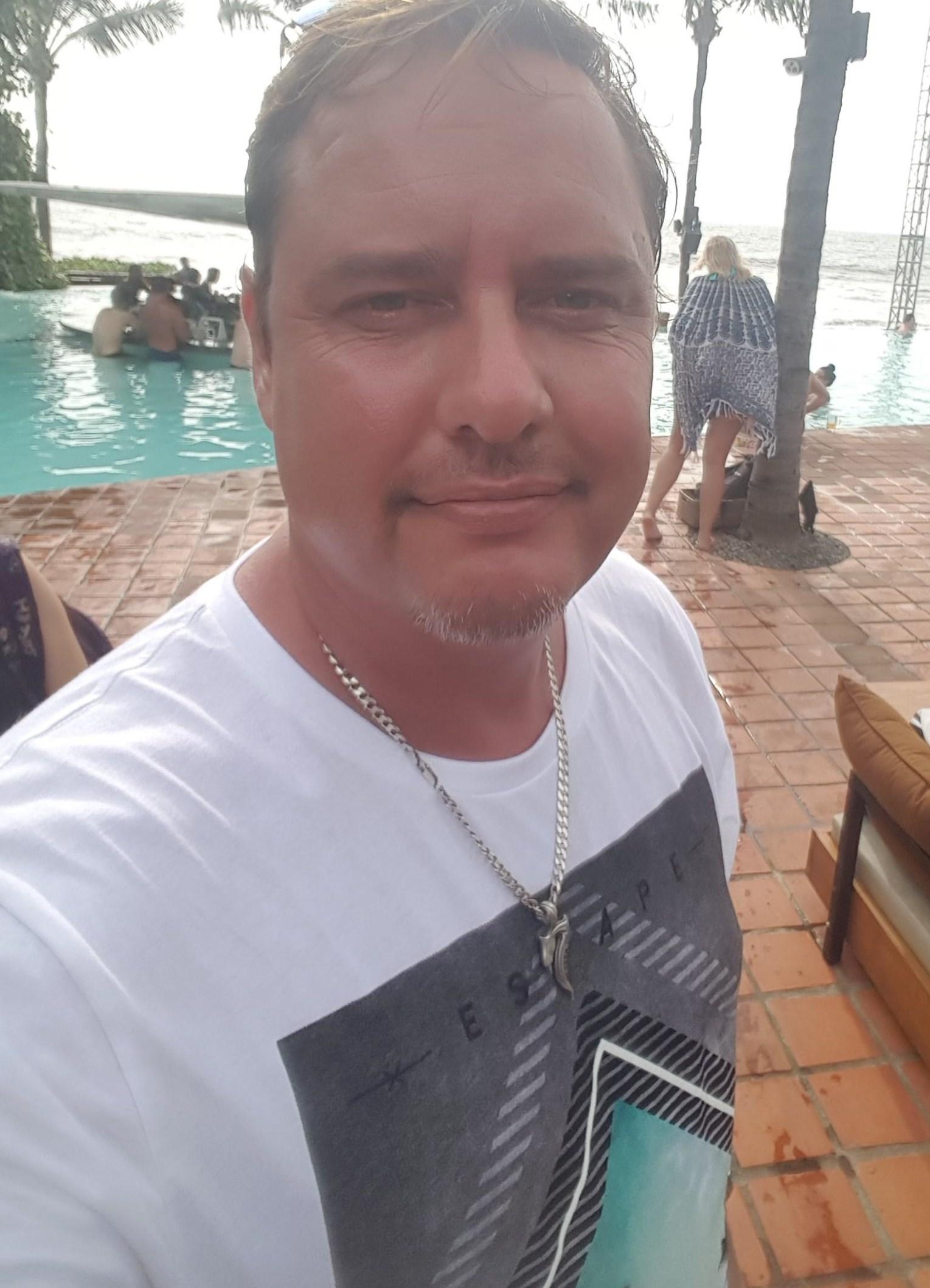 Ulrico Garrido kenchan, soy de Castile–León, ciudad Soria, tengo 49 años